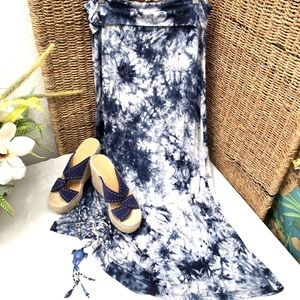 Blue and white tie dye pull on skirt- L